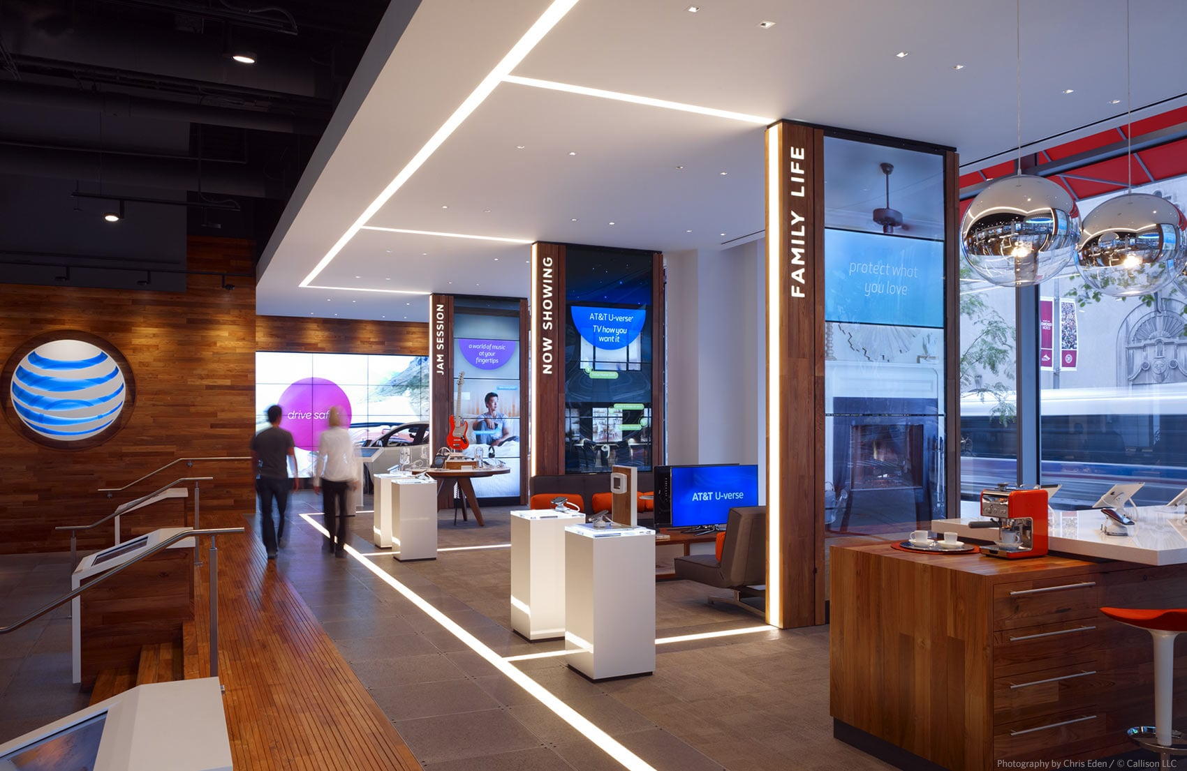 AT&T, Chicago, Michigan Avenue Flagship - Technology
