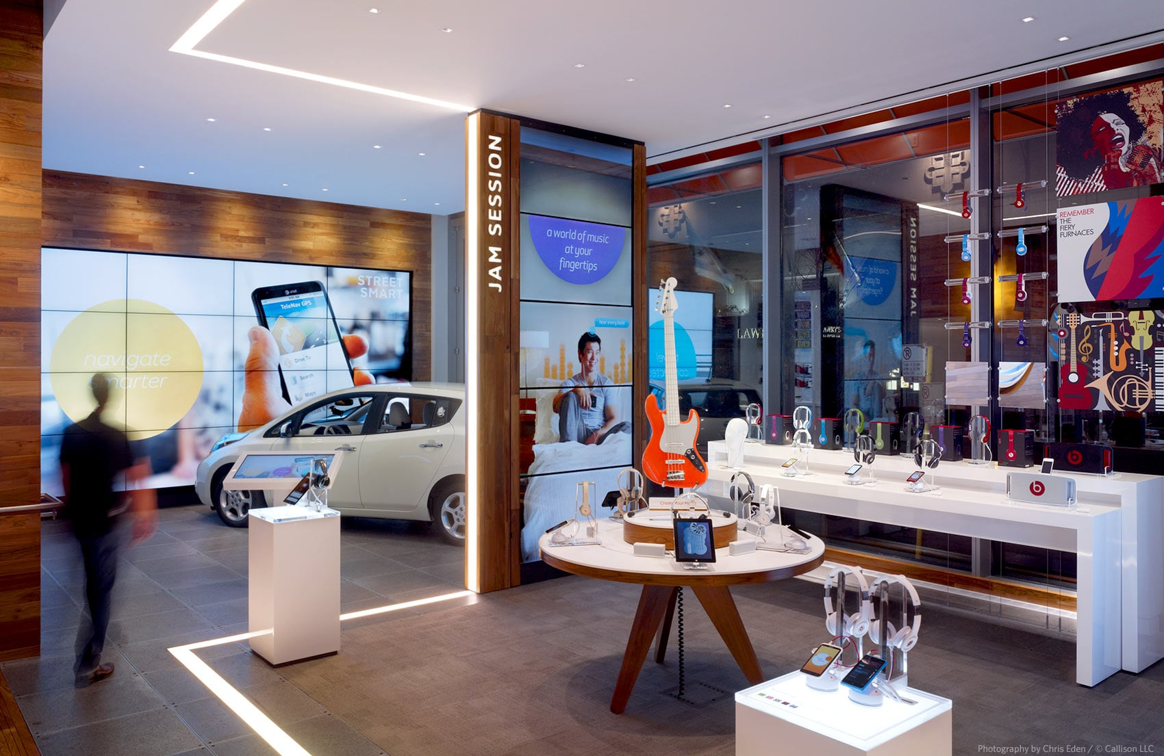 AT&T, Chicago, Michigan Avenue Flagship - Interior - Auto technology detail